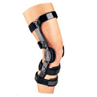 Designed for the osteoarthritic patient that does not want to compromise their high level of activity. The Defiance is an extremely lightweight brace that provides durable support for mild to moderate levels of osteoarthritis.