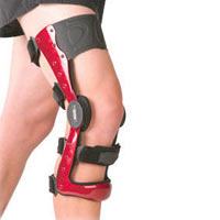 Designed to align and maintain the knee toward the mechanical neutral position to produce decompression of an affected knee compartment.